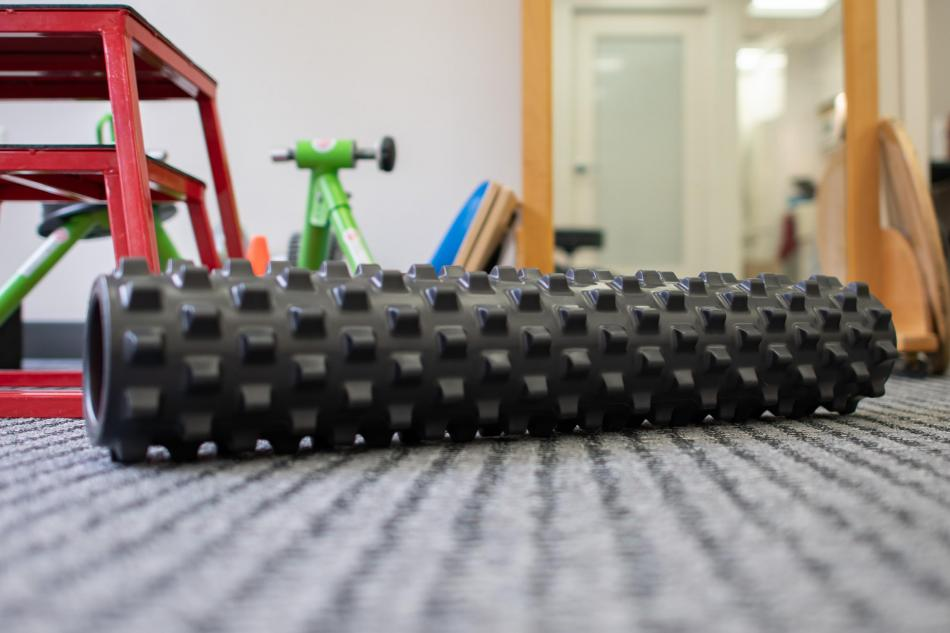 dc physical therapy rumble roller black
